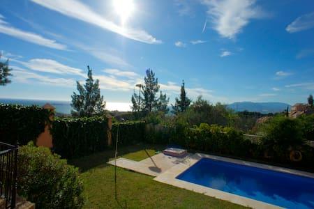 House with pool and nice views. - Malaga