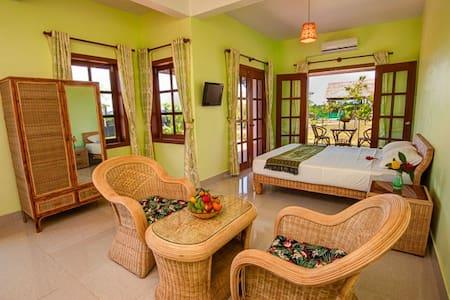 Silk Island Restaurant & Guesthouse - Phnom Penh - Bed & Breakfast