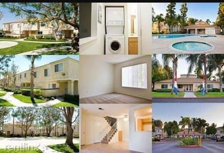 Close to LLU and VA hospital, pool/hot tub/tennis - Loma Linda - Apartment