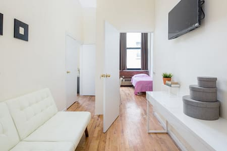 Airy and bright one bedroom - New York