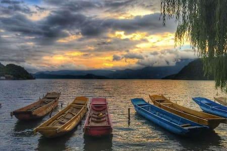 泸沽湖一年一班湖景双人房 Youth Hostel - 盐源 - Dorm