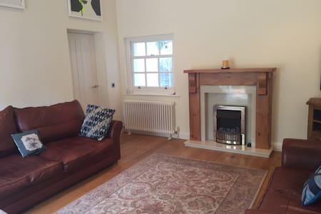 Luxurious Manor Lodge - Rossett
