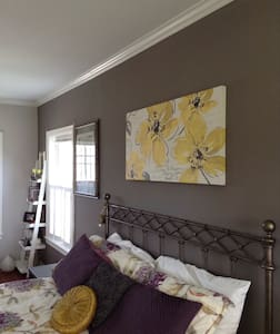 Paris master suite, country charm - House