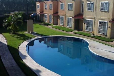 Bonita casa en Acapulco Diamante con Alberca - House