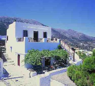 UNIQUE TRADITIONAL HOUSE IN SIFNOS - Huis