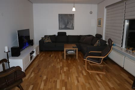 House near Blue lagoon and Airport. INCL. Hot tub. - Grindavík - 独立屋