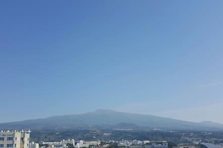 서귀포바다와 한라산 전망 서귀포의 꿈 1003 - Seogwipo-si - Apartment