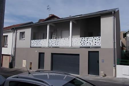 petit appart neuf proche des parcs et du centre - Vichy - Apartament