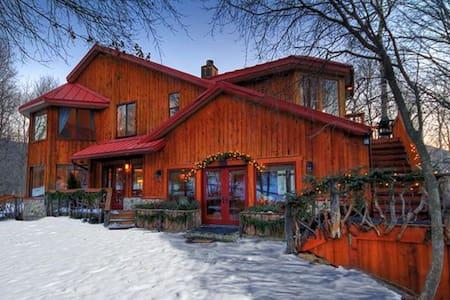 Rustic Elegance! Views! Walk to Resort. Sleeps 10 - Sundance