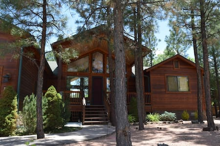 Gorgeous Cabin surrounded by stream in Lakeside,AZ - Chatka
