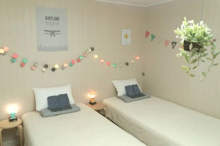 Lonely Planet Twin Bed - Apartment