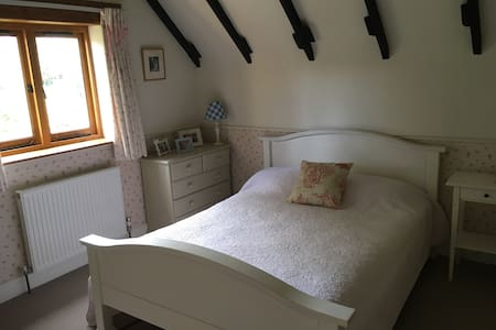 Quiet country cottage near Bristol and Bath - Bed & Breakfast