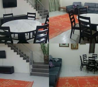 Homestay Haji Roslan Tamu Hill, Batang Kali - Chambres d'hôtes
