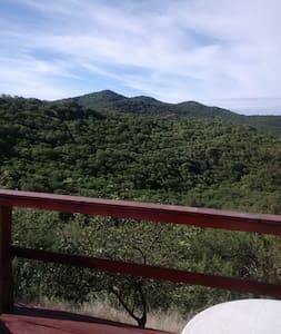 Hermosa vista a las montañas - Casa
