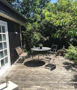 Dejligt sommerhus med solrig grund - Vejby - Cabin
