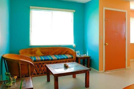 SHARED HOME: Homestay for solo female travelers - Ev