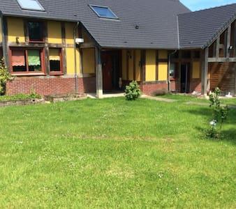 1 ch 2 personnes 35 km Rouen 65€ - House