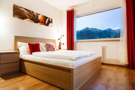 Luxurious mountain-view apartment - Lakás