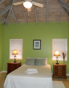 Beachfront - Bed & Breakfast - Charlestown - Bed & Breakfast