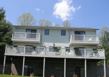 House on Watauga Lake - Haus