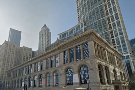 Studio in best location in downtown Chicago! - Chicago - Apartment