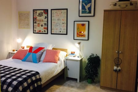 Zone 2 - East London Open plan flat - Apartment