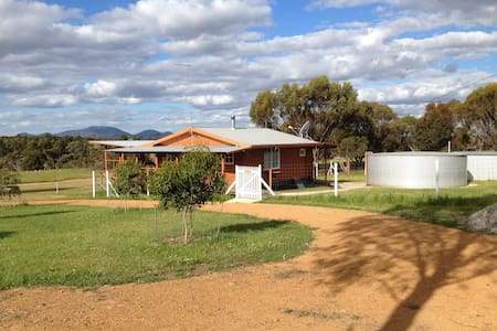 Gorgeous LOG CABIN with Stirling Range view. - Kendenup - Casa
