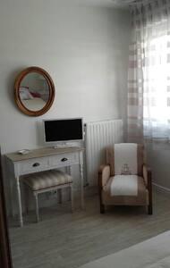 appartement en résidence avec balcon - La Rochelle - Apartment