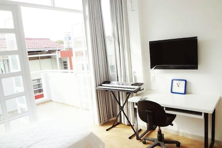 Room with Big Balcony in District 1 - Ho Chi Minh City - Apartment