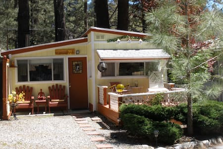 COZY, QUAINT & COMFORTABLE COTTAGE - Idyllwild-Pine Cove - 独立屋