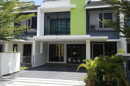 Tranquility Homestay Near Legoland 4 Bedrooms - Gelang Patah - Ház