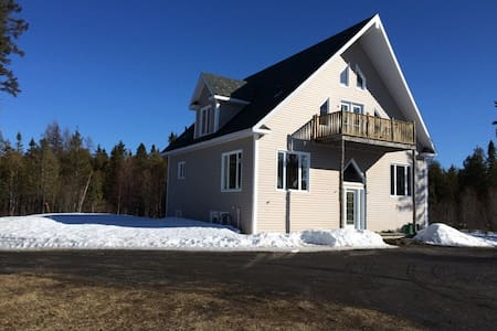 Cottage by the lake very quiet - Saint-Gabriel-de-Rimouski - House