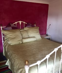 Private room in private space - Attadale - Hus