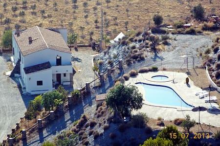 Casa Rural Leontino, baño en cada dormitorio - Hus