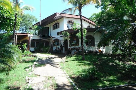 Room type: Shared room Property type: Villa Accommodates: 10 Bedrooms: 1 Bathrooms: 1