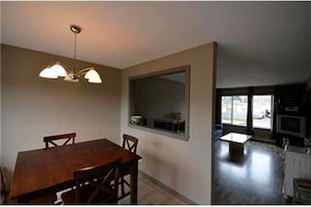 Cosy, homely place away from home - Kelowna
