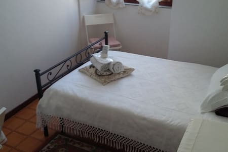 B&B SUSANNA HOME SINGLE ROOM 3 - Bed & Breakfast