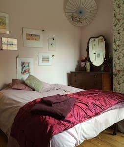 Faithfully restored double room Nr City Centre - Nottingham