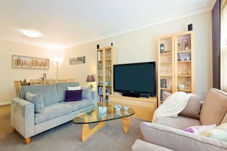 Private 2BD apartment in quiet St - Turramurra