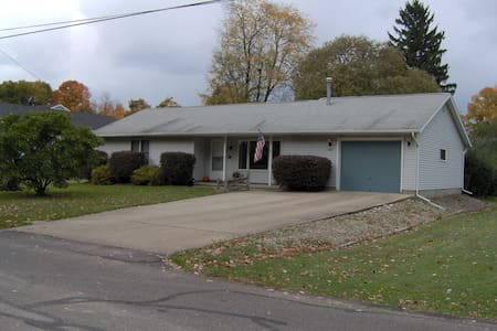 Kirtland, Ohio bedroom - Casa