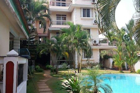 Dona Rosa 2BHK Apartment sleep 4 - Lakás