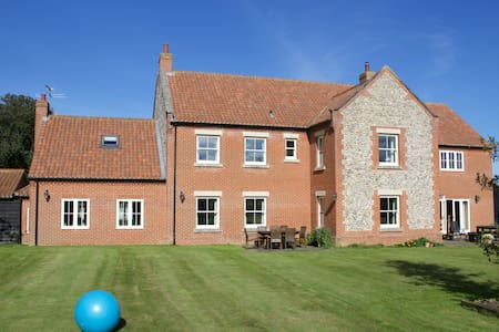 The Farmhouse - Twin Room near Cromer - Bed & Breakfast