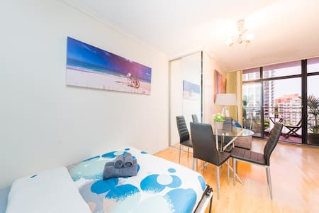 Cozy Studio with Northern Views - Potts Point - Apartment