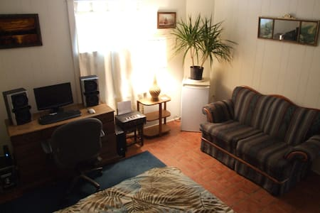 Fully Equipped Spacious Room - Ház