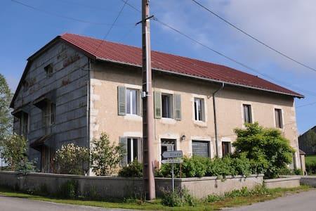 appartement dans ancienne maison - Hus