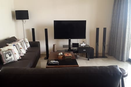Entire flat, clean, new, modern & great location - Bayrut - Apartment