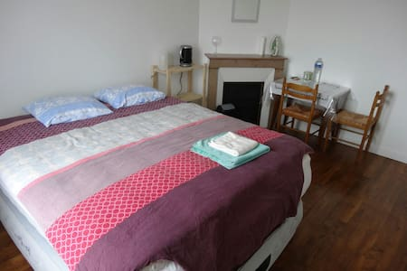 Nice room whith giant bed in Paris - Vitry-sur-Seine