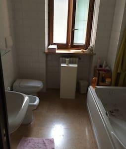 Accogliente camera a Valeggio s/M - Apartment