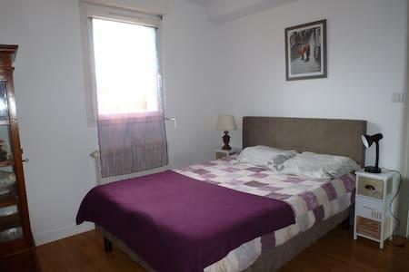 Chambre à louer Dinan ville historique - Dinan - House