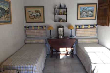 le calme d'une authenticité provençale - Bed & Breakfast
